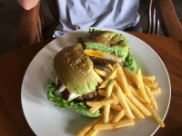Sometimes burgers are served with green bread which can be off putting even though the bread tastes exactly the same